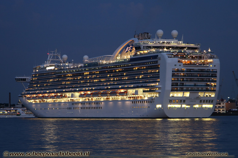 emerald-princess-2